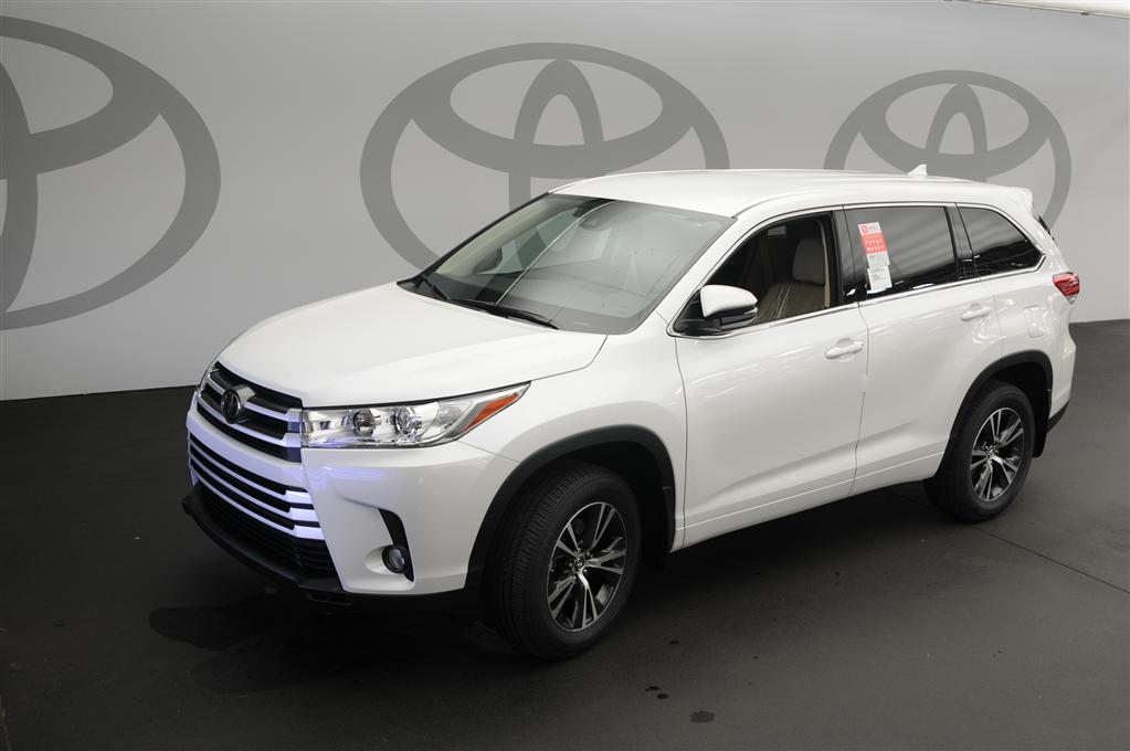 new 2017 toyota highlander le plus 4d sport utility in columbia 179443 dick dyer toyota. Black Bedroom Furniture Sets. Home Design Ideas