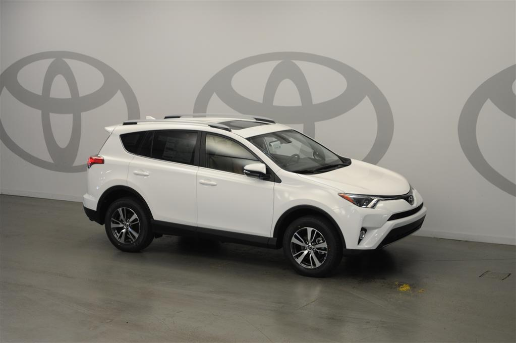 new 2017 toyota rav4 xle 4d sport utility in columbia 179510 dick dyer toyota. Black Bedroom Furniture Sets. Home Design Ideas